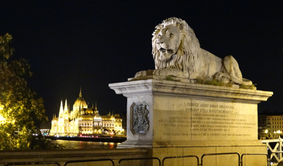 Lion on the Chain Bridge and Parliament lit up for the night.
