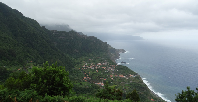 Sweeping views over the northern coast from Arco de São Jorge